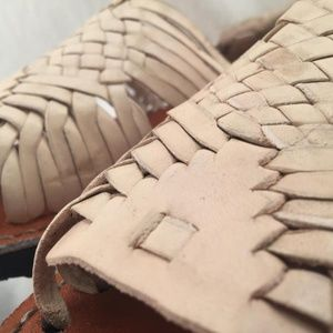 DCLASSICOS Shoes - WOMENS LEATHER HUARACHE MEXICAN SANDALS